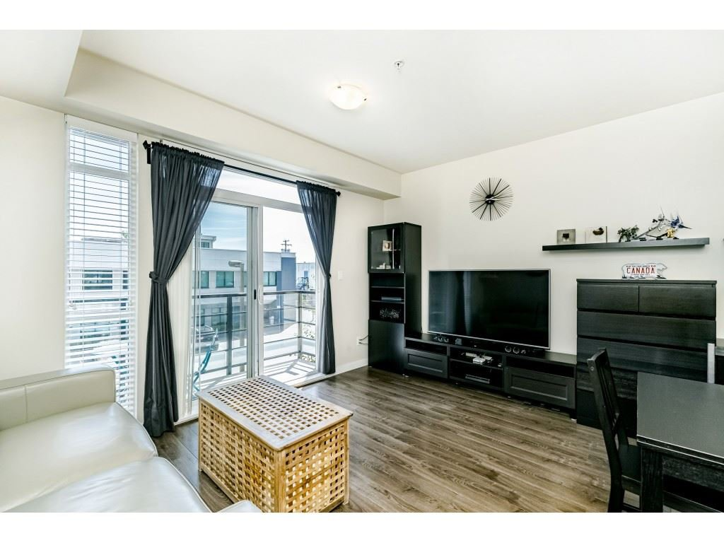 """Photo 3: Photos: 226 5248 GRIMMER Street in Burnaby: Metrotown Condo for sale in """"Metro One"""" (Burnaby South)  : MLS®# R2483485"""