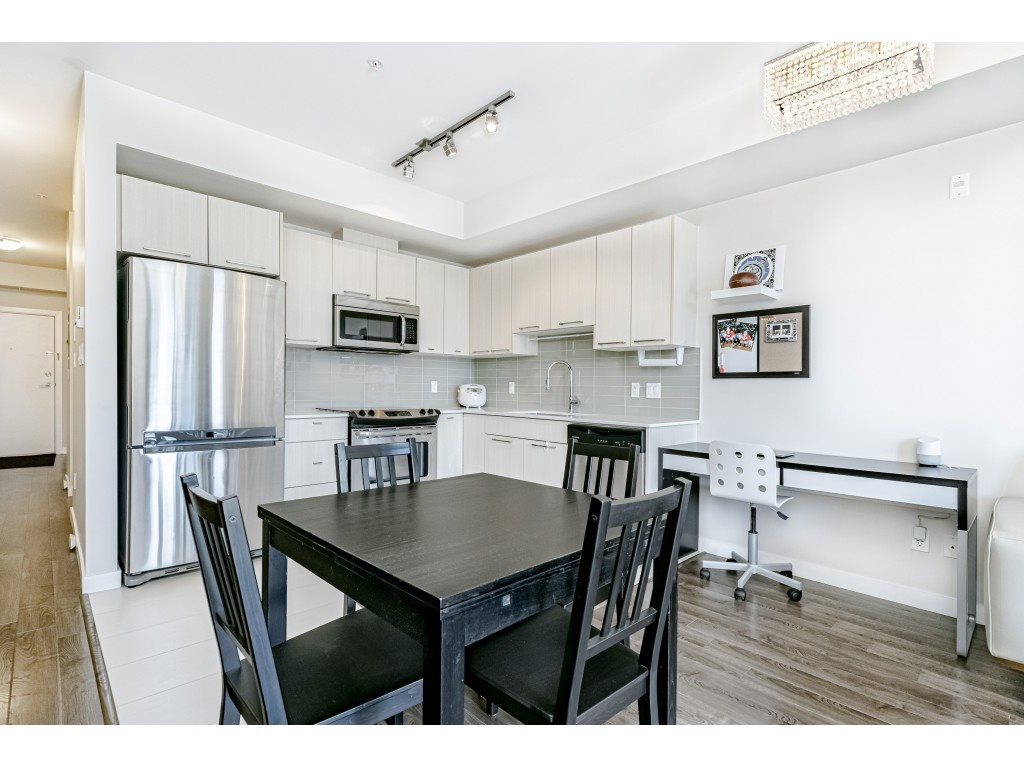 """Photo 8: Photos: 226 5248 GRIMMER Street in Burnaby: Metrotown Condo for sale in """"Metro One"""" (Burnaby South)  : MLS®# R2483485"""