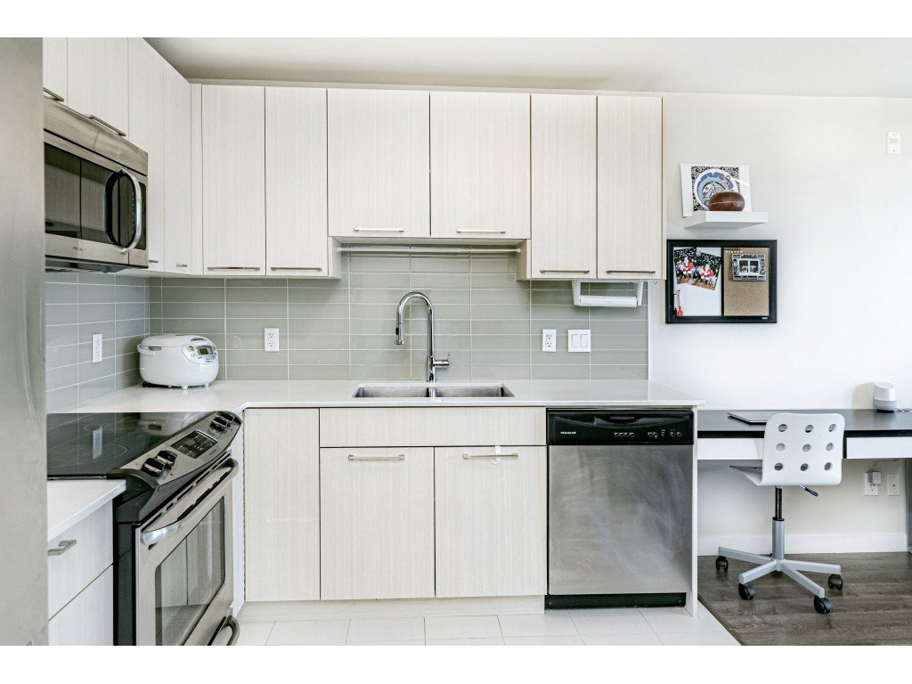 """Photo 10: Photos: 226 5248 GRIMMER Street in Burnaby: Metrotown Condo for sale in """"Metro One"""" (Burnaby South)  : MLS®# R2483485"""