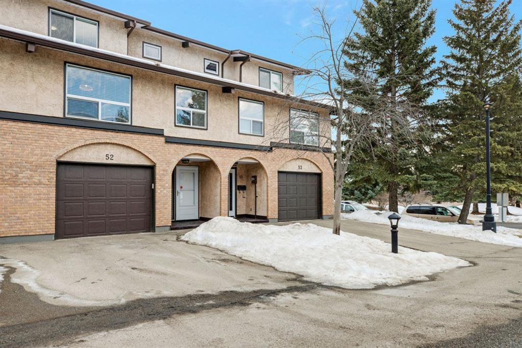 Main Photo: 52 1011 Canterbury Drive SW in Calgary: Canyon Meadows Row/Townhouse for sale : MLS®# A1059237