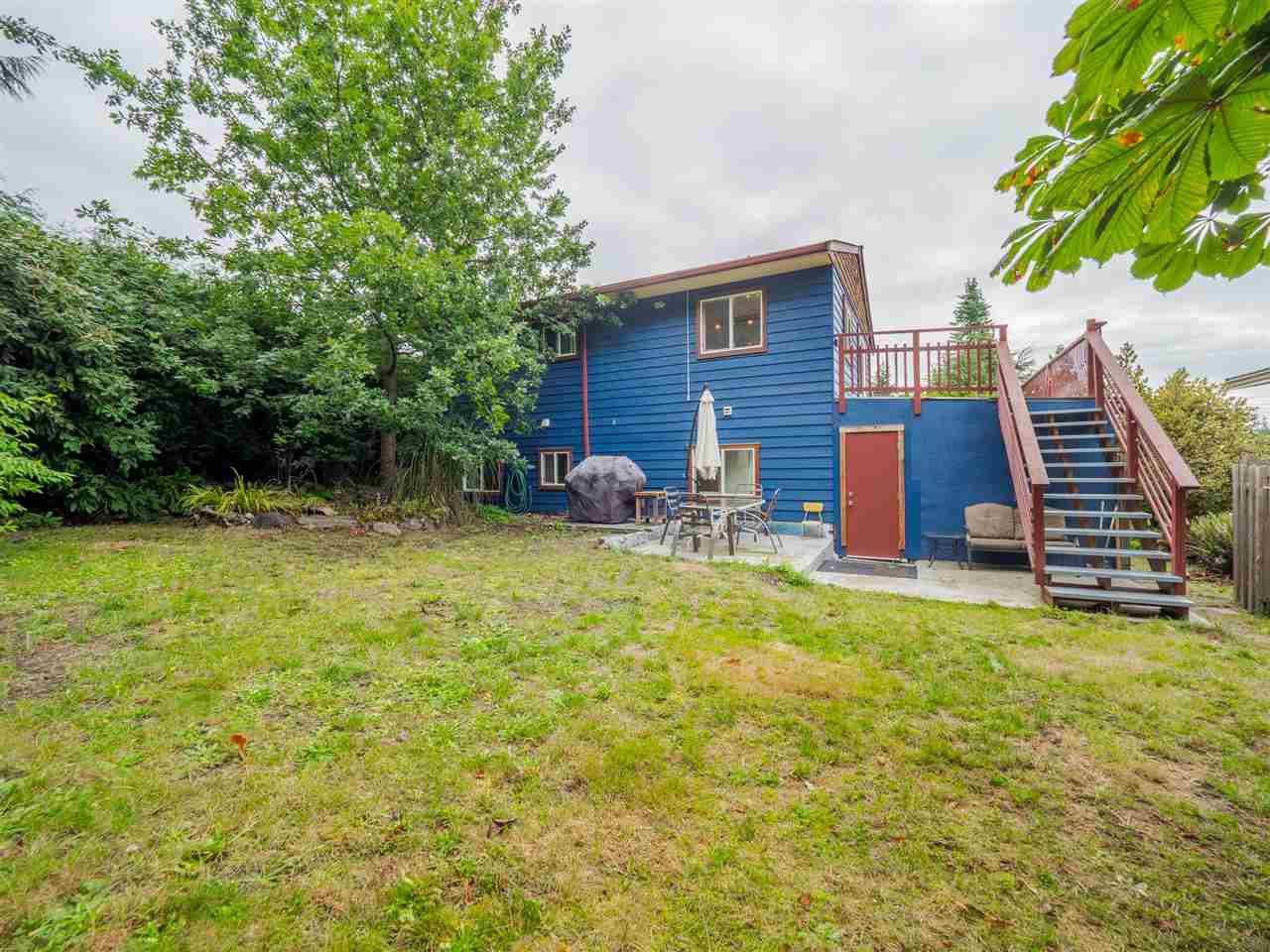 Main Photo: 5449 DERBY Road in Sechelt: Sechelt District House for sale (Sunshine Coast)  : MLS®# R2407433