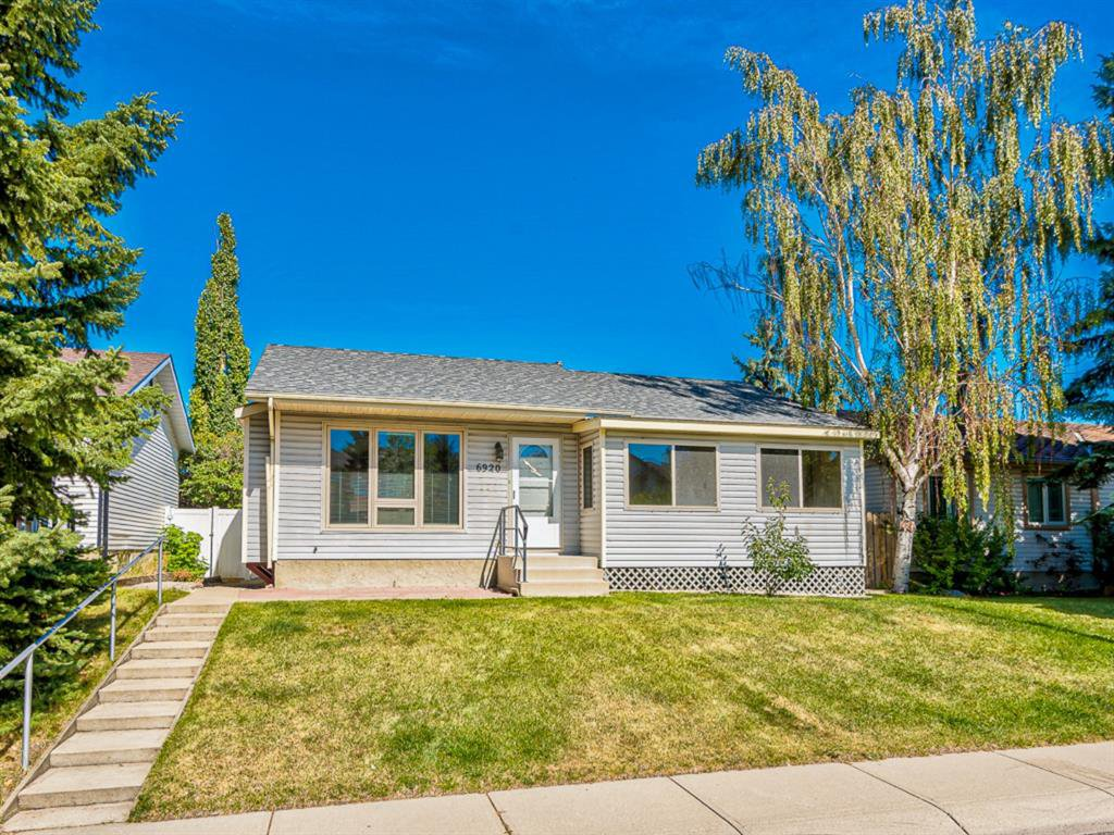 Main Photo: 6920 15 Avenue SE in Calgary: Applewood Park Detached for sale : MLS®# A1031724