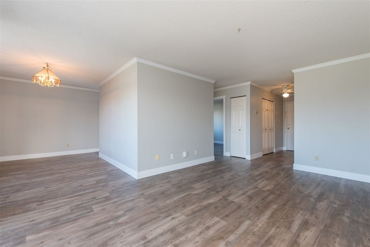"""Photo 3: Photos: 212 2425 CHURCH Street in Abbotsford: Abbotsford West Condo for sale in """"Parkview Place"""" : MLS®# R2433645"""