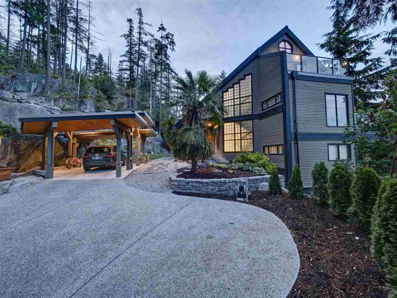 "Main Photo: 5677 SALMON Drive in Sechelt: Sechelt District House for sale in ""Downtown Sechelt"" (Sunshine Coast)  : MLS®# R2473960"