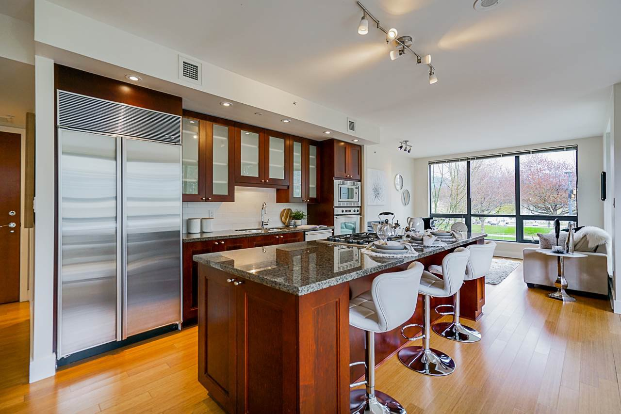 Main Photo: 201 1863 Alberni Street in Vancouver: Coal Harbour Condo for sale (Vancouver West)  : MLS®# R2472135