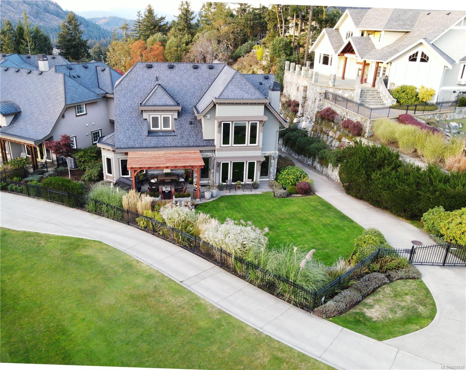 Main Photo: 2224 Island Falls Pl in : La Bear Mountain House for sale (Langford)  : MLS®# 858937
