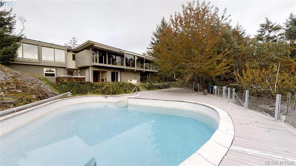 Main Photo: 8074 McPhail Road in SAANICHTON: CS Inlet Single Family Detached for sale (Central Saanich)  : MLS®# 417500