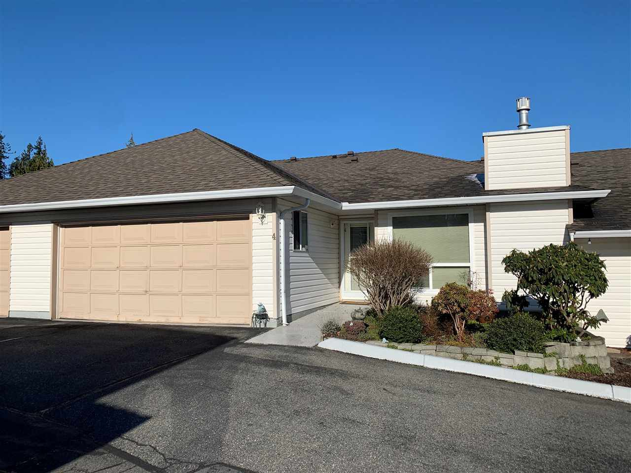 """Main Photo: 4 32640 MURRAY Avenue in Abbotsford: Central Abbotsford Townhouse for sale in """"Parkside Place"""" : MLS®# R2430513"""
