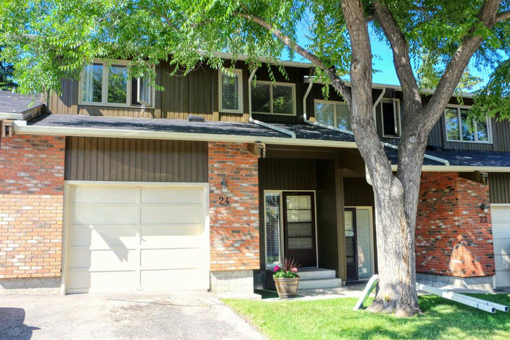 Main Photo: 24 10001 BROOKPARK Boulevard SW in Calgary: Braeside Row/Townhouse for sale : MLS®# C4297216