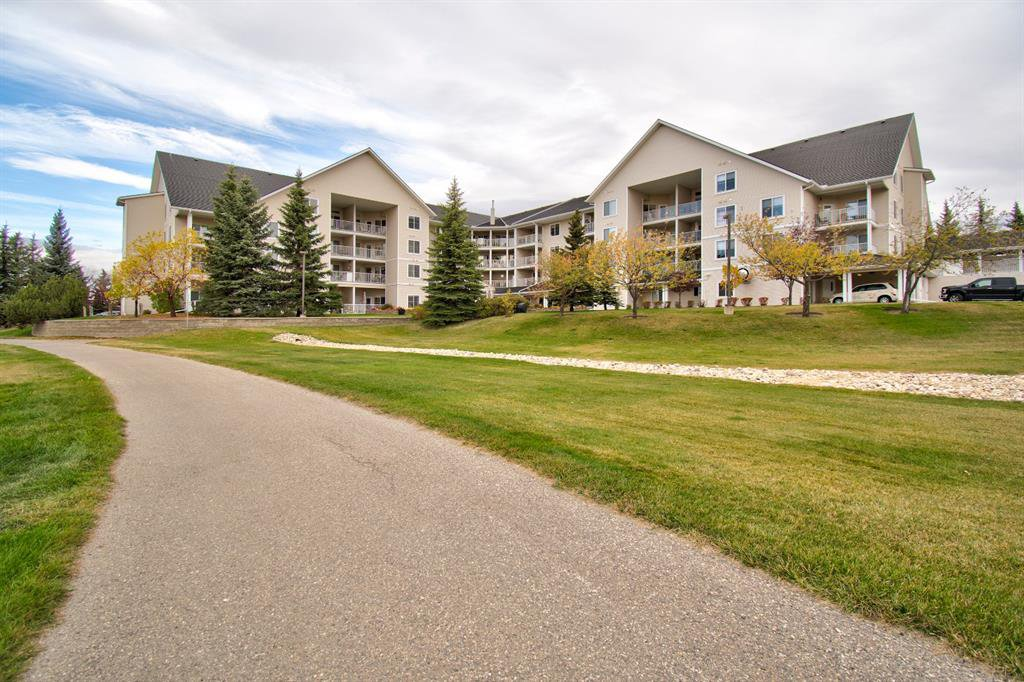 Main Photo: 401 305 1 Avenue NW: Airdrie Apartment for sale : MLS®# A1040343