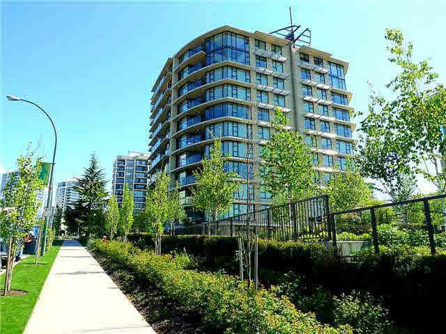 "Photo 1: Photos: 407 683 W VICTORIA Park in North Vancouver: Lower Lonsdale Condo for sale in ""Mira on the Park"" : MLS®# R2400828"