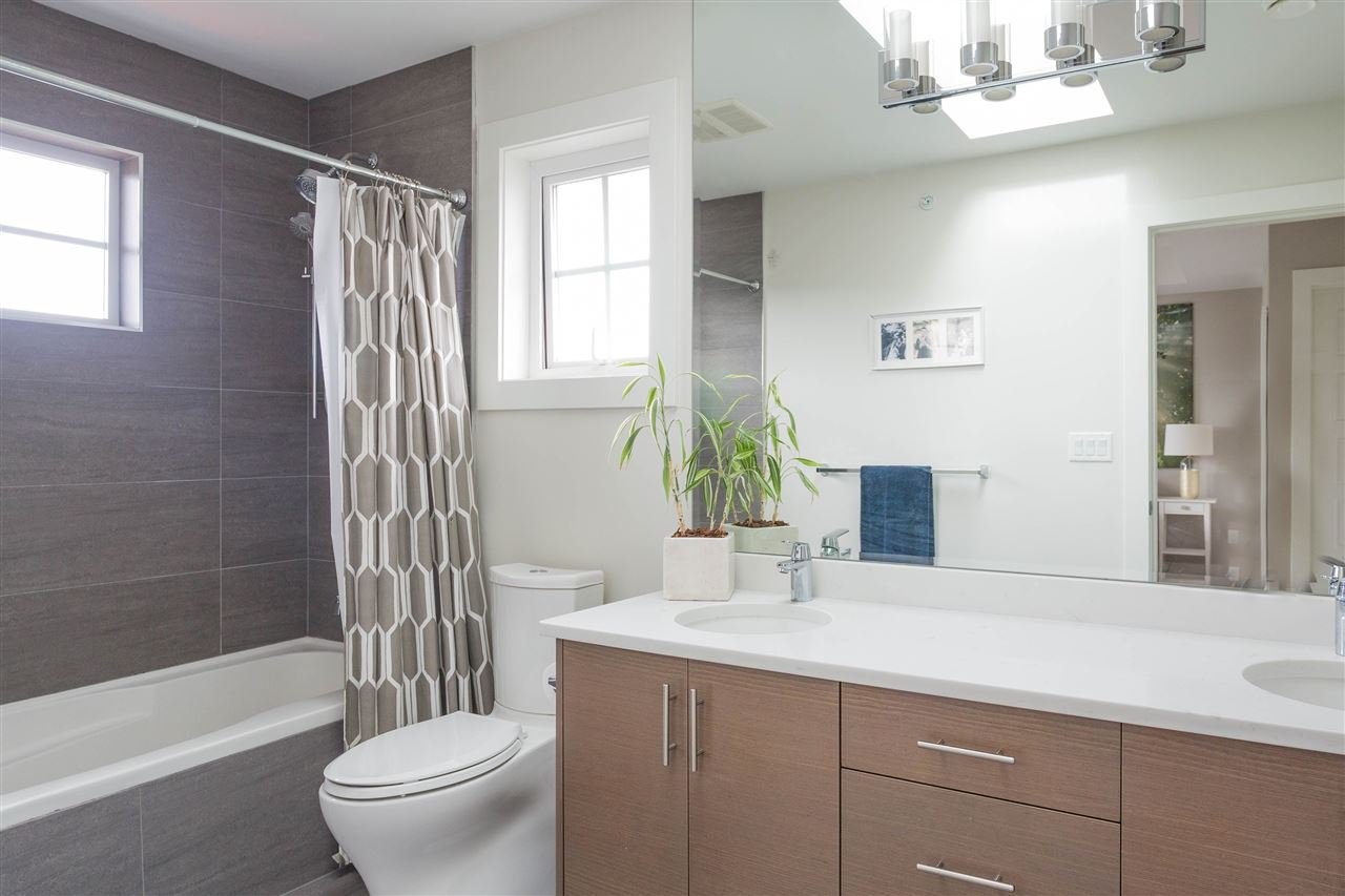 Photo 14: Photos: 1751 E 2ND Avenue in Vancouver: Grandview Woodland 1/2 Duplex for sale (Vancouver East)  : MLS®# R2463595