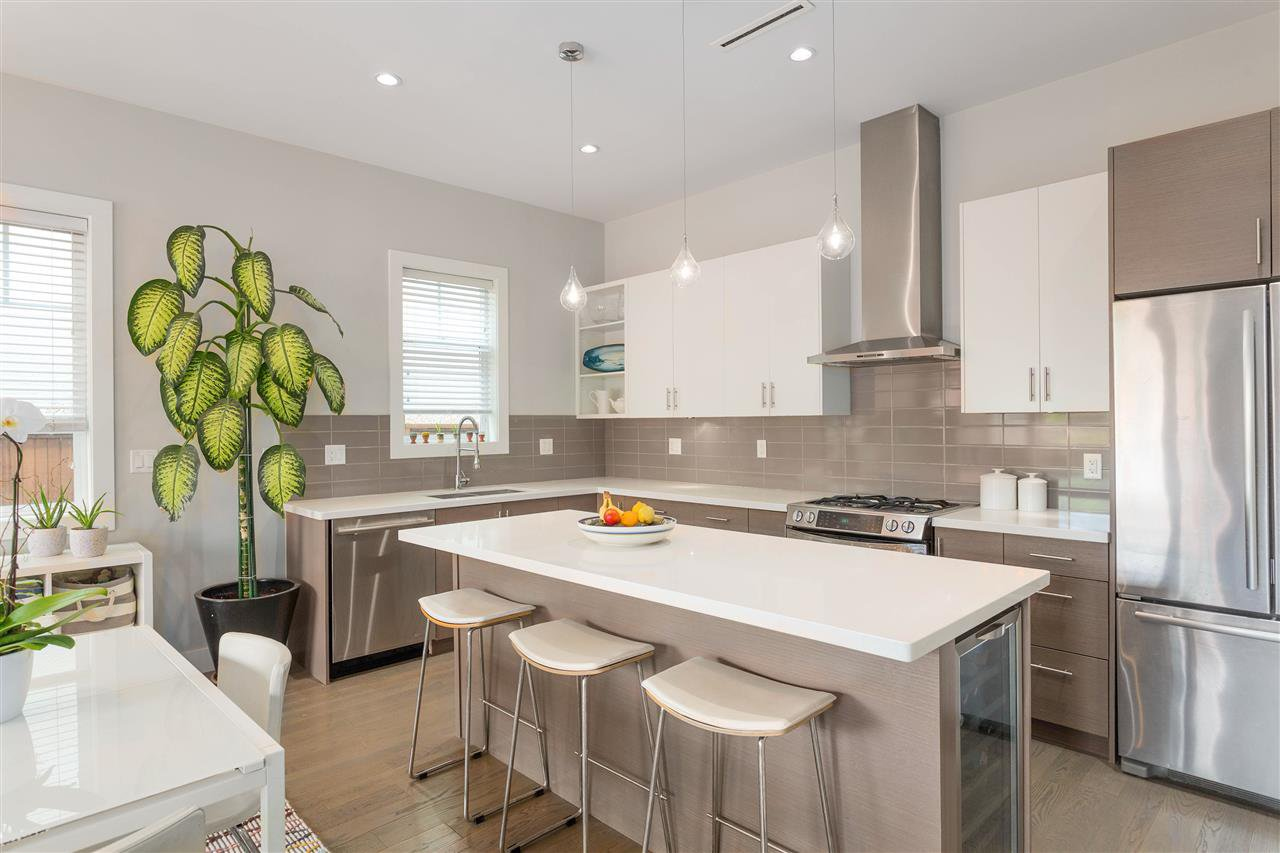 Photo 5: Photos: 1751 E 2ND Avenue in Vancouver: Grandview Woodland 1/2 Duplex for sale (Vancouver East)  : MLS®# R2463595