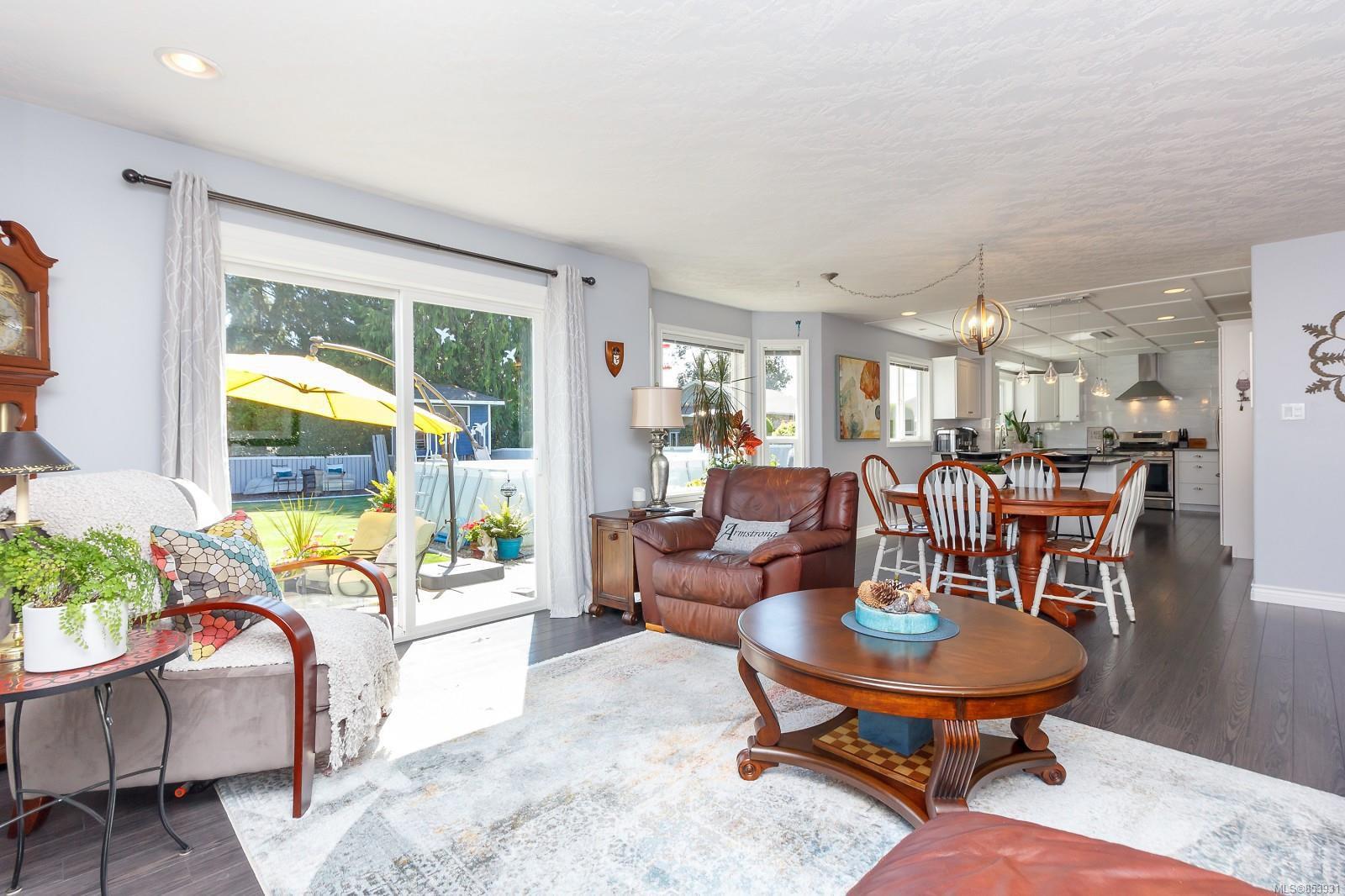 Photo 5: Photos: 2456 Timbercrest Dr in : Du East Duncan House for sale (Duncan)  : MLS®# 853931