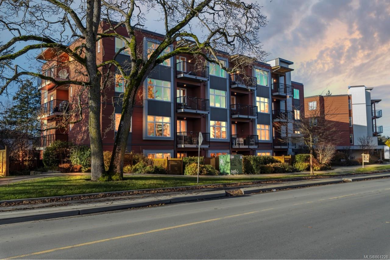 Main Photo: 102 4030 Borden St in : SE Lake Hill Condo for sale (Saanich East)  : MLS®# 861228