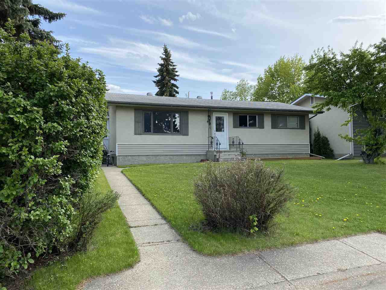 Main Photo: 44 MANOR Drive: Spruce Grove House for sale : MLS®# E4191704