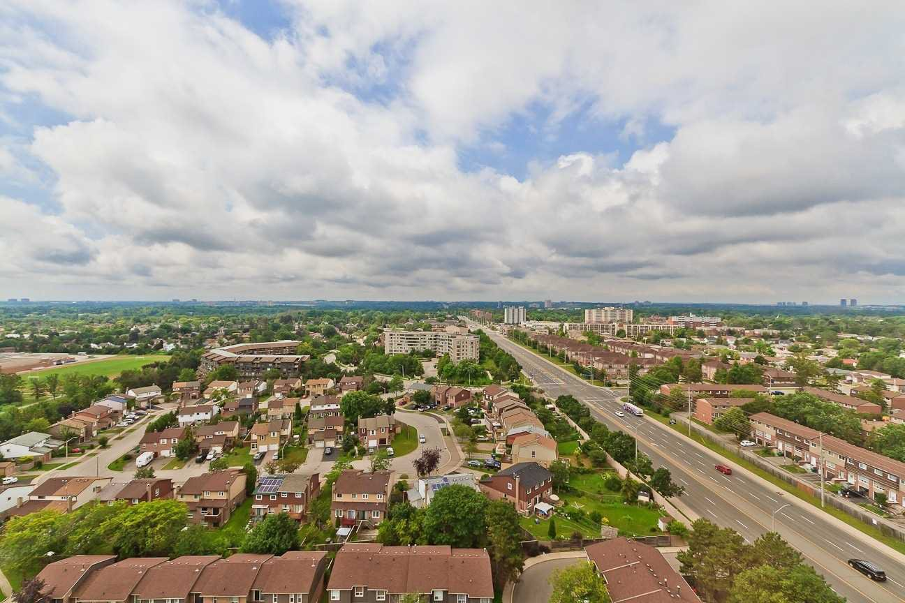 Photo 3: Photos: Ph 7 880 W Dundas Street in Mississauga: Erindale Condo for sale : MLS®# W4568093