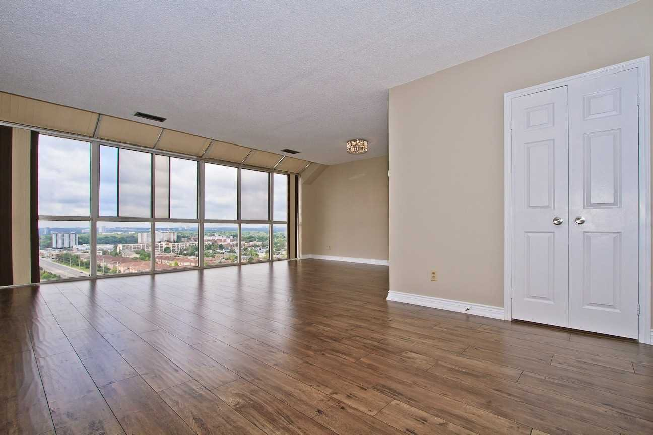 Photo 12: Photos: Ph 7 880 W Dundas Street in Mississauga: Erindale Condo for sale : MLS®# W4568093