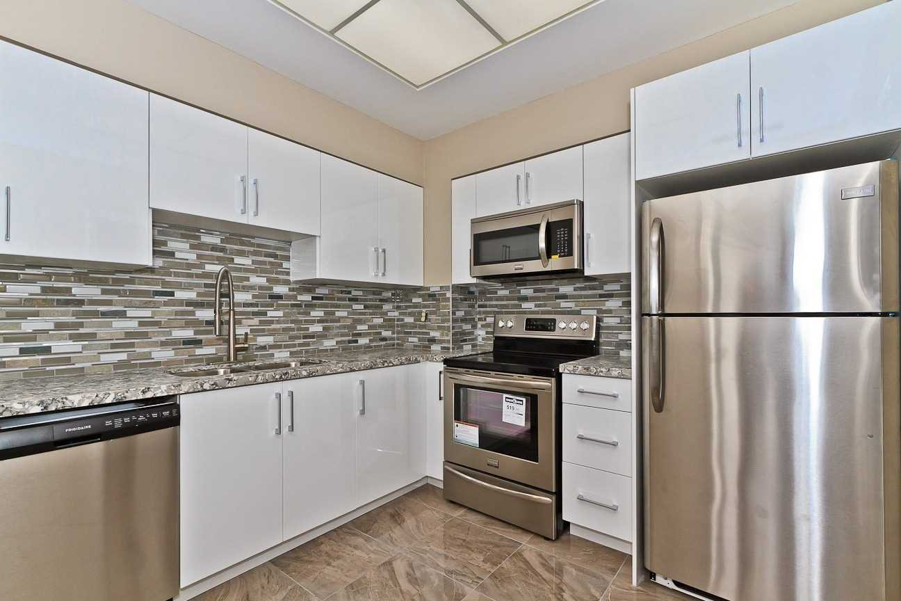 Photo 8: Photos: Ph 7 880 W Dundas Street in Mississauga: Erindale Condo for sale : MLS®# W4568093