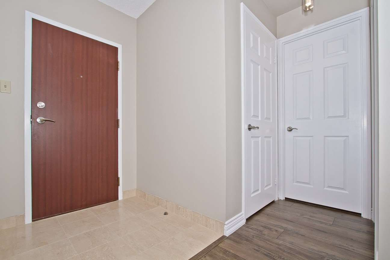 Photo 4: Photos: Ph 7 880 W Dundas Street in Mississauga: Erindale Condo for sale : MLS®# W4568093