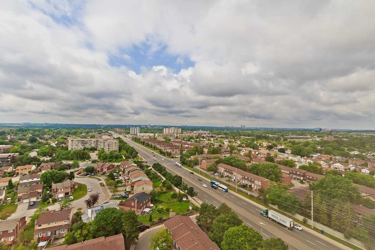 Photo 2: Photos: Ph 7 880 W Dundas Street in Mississauga: Erindale Condo for sale : MLS®# W4568093