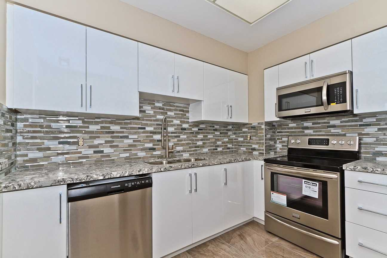 Photo 7: Photos: Ph 7 880 W Dundas Street in Mississauga: Erindale Condo for sale : MLS®# W4568093