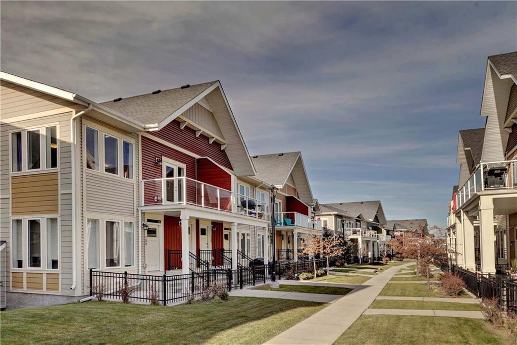 Photo 2: Photos: 124 AUBURN MEADOWS Walk SE in Calgary: Auburn Bay Row/Townhouse for sale : MLS®# C4273742