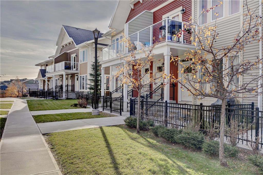 Photo 4: Photos: 124 AUBURN MEADOWS Walk SE in Calgary: Auburn Bay Row/Townhouse for sale : MLS®# C4273742