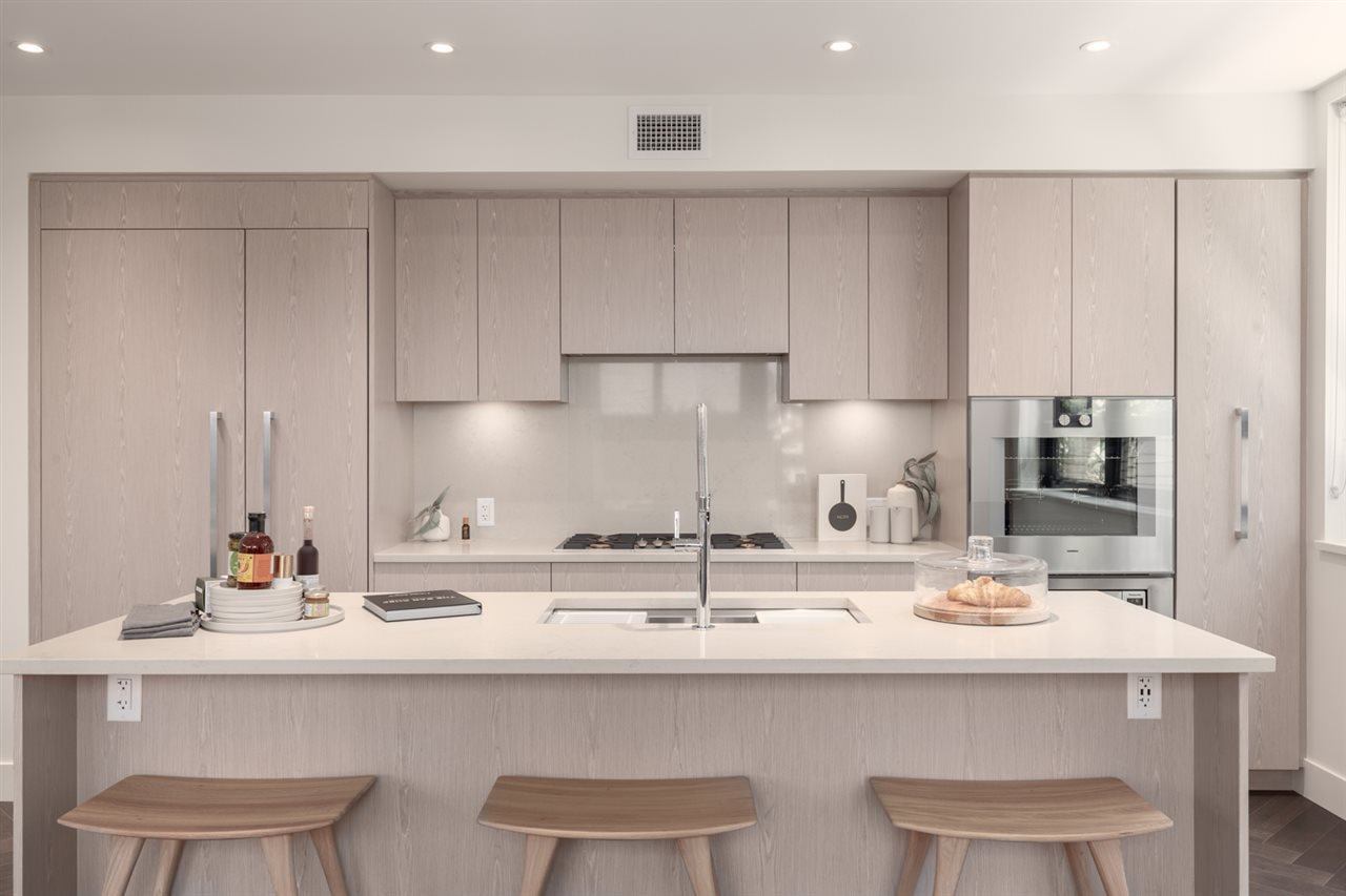 """Main Photo: 102 633 W KING EDWARD Avenue in Vancouver: Cambie Condo for sale in """"AMBER BY ARAGON"""" (Vancouver West)  : MLS®# R2423421"""