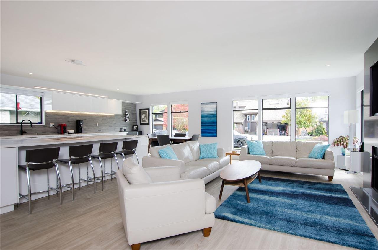 Main Photo: 5423 WALLACE Avenue in Delta: Pebble Hill House for sale (Tsawwassen)  : MLS®# R2445227