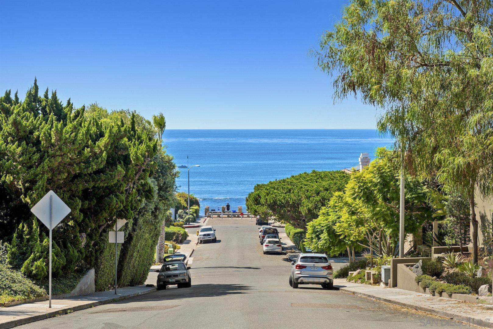 Main Photo: LA JOLLA Condo for sale : 2 bedrooms : 5702 La Jolla Blvd #209