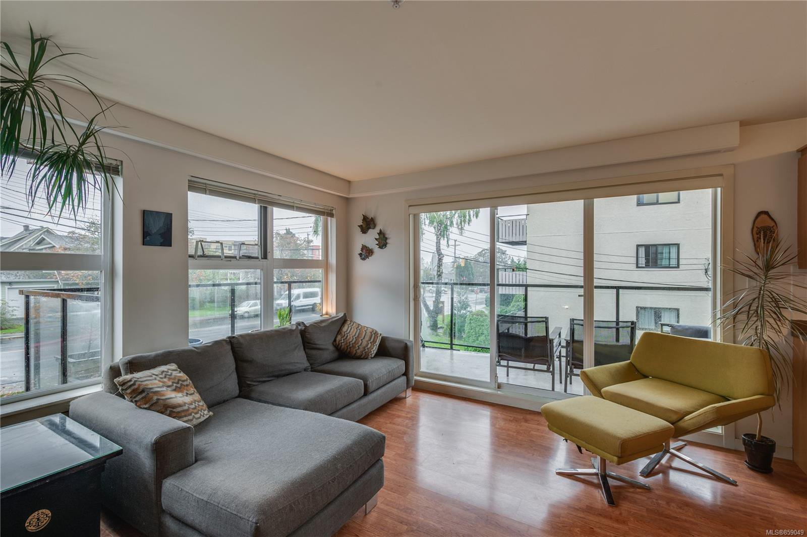 Main Photo: 302 2940 Harriet Rd in : SW Gorge Condo for sale (Saanich West)  : MLS®# 859049
