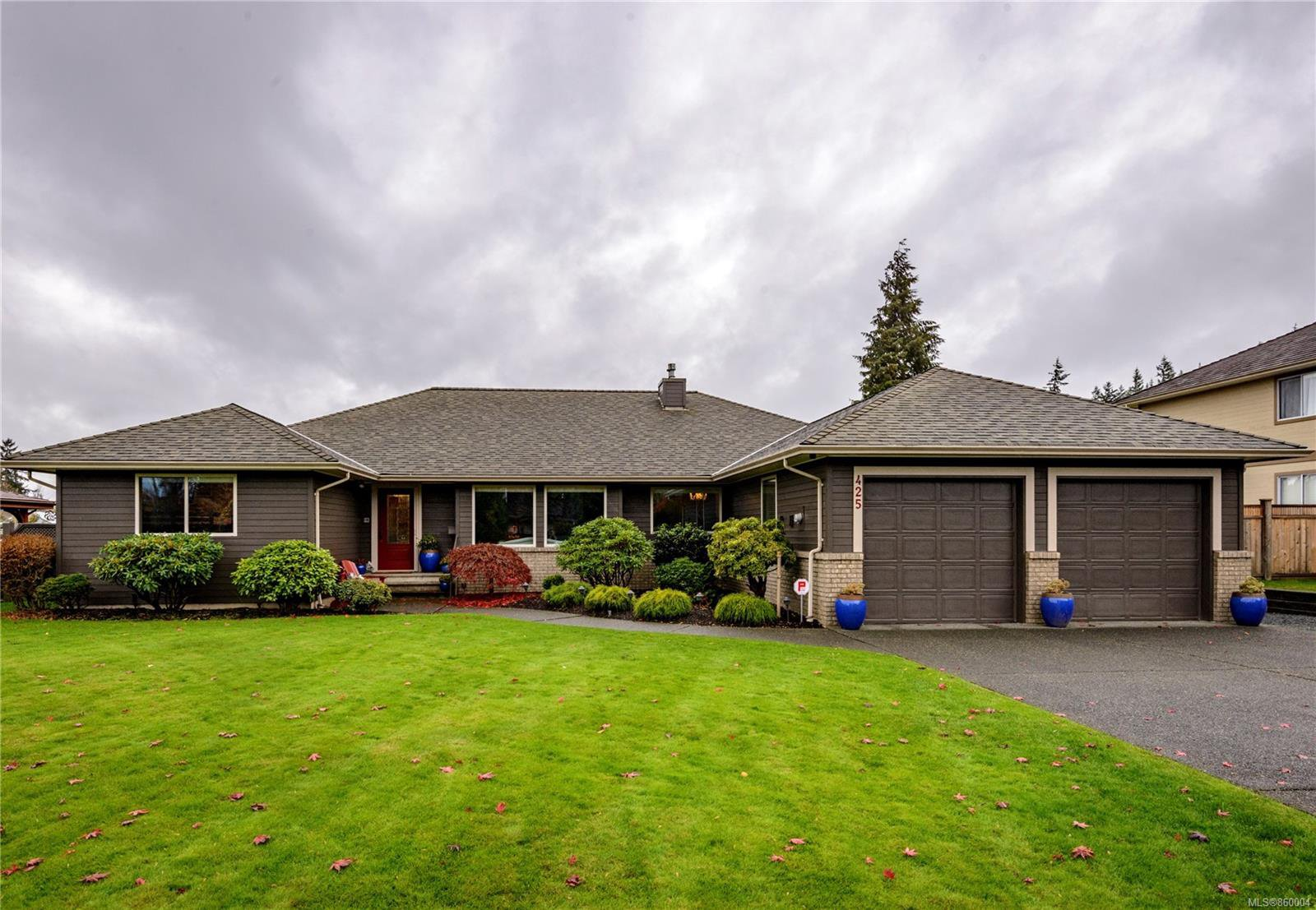 Main Photo: 425 Country Aire Dr in : CR Willow Point House for sale (Campbell River)  : MLS®# 860004