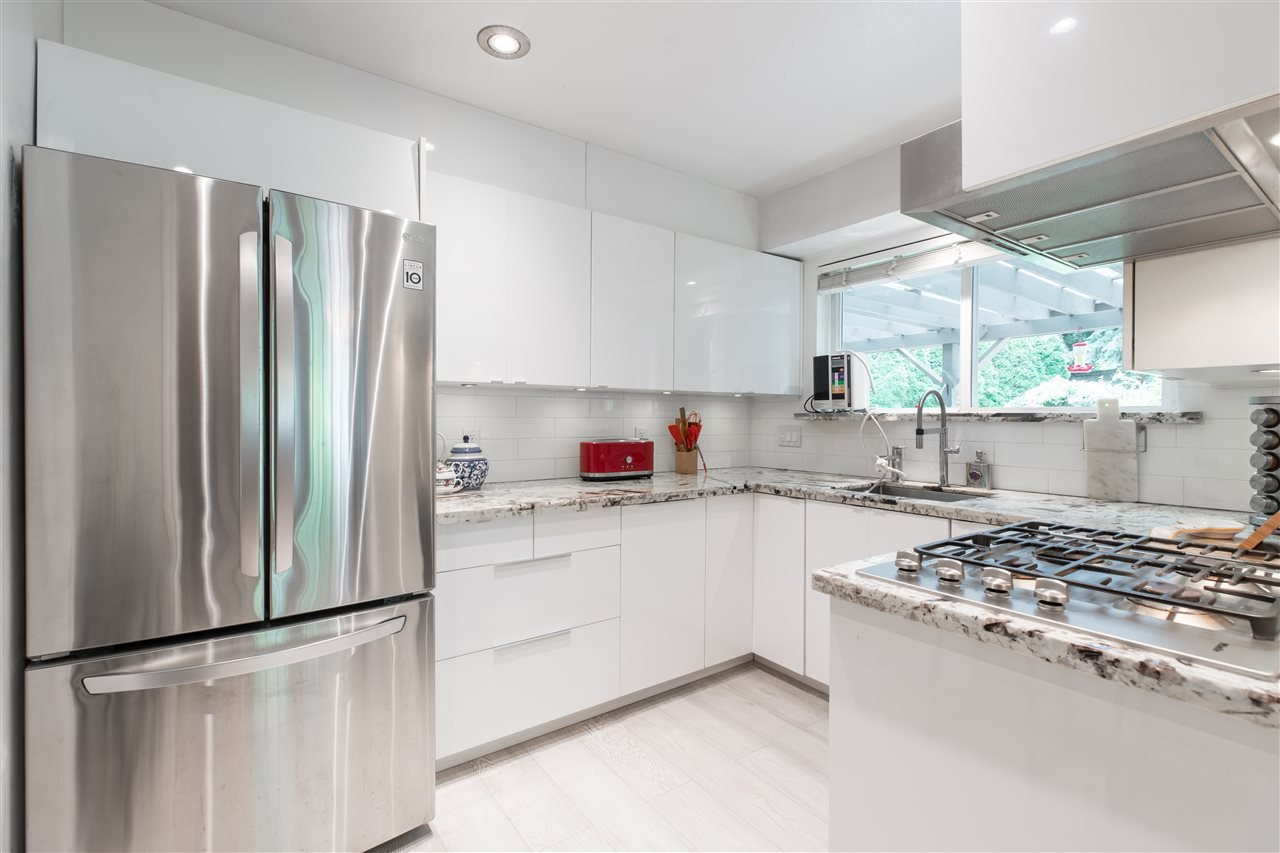 Main Photo: 66 MORVEN Drive in West Vancouver: Glenmore Townhouse for sale : MLS®# R2403500