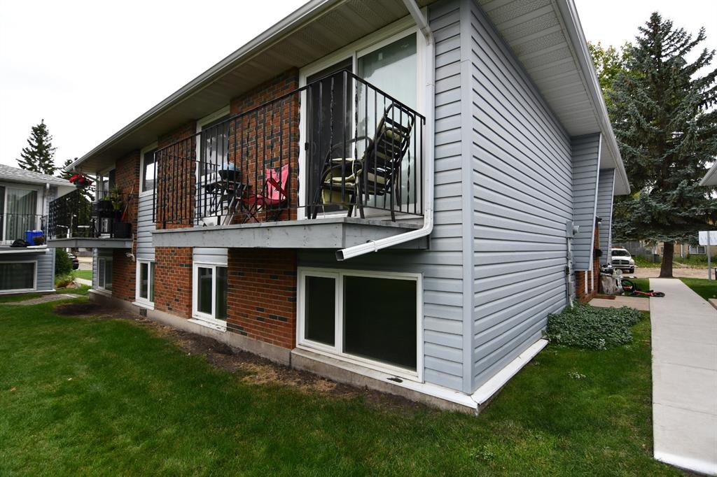Main Photo: 1 6324 58 Avenue in Red Deer: Highland Green Estates Residential for sale : MLS®# A1034223