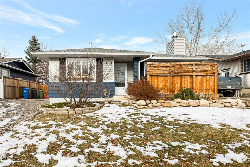 Main Photo: 315 Banister Drive: Okotoks Detached for sale : MLS®# A1050633