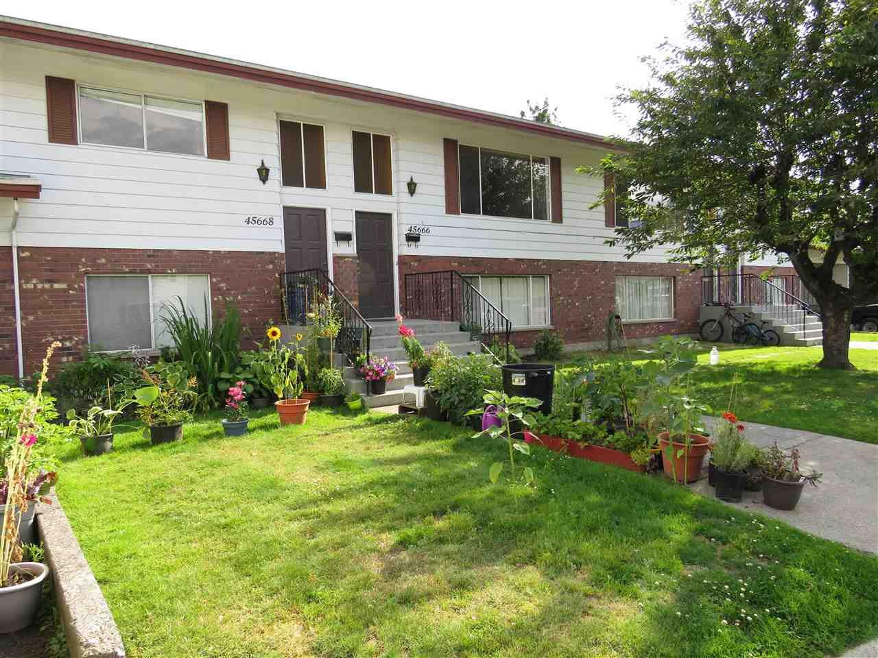 Main Photo: 45664 FERNWAY Avenue in Chilliwack: Chilliwack N Yale-Well House Fourplex for sale : MLS®# R2389332