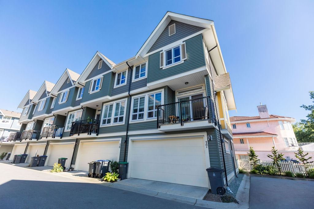 Main Photo: 17 14388 103 Avenue in Surrey: Whalley Townhouse for sale (North Surrey)  : MLS®# R2476939
