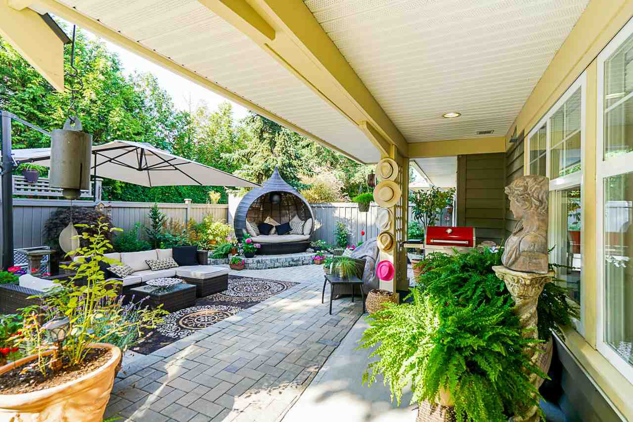 """Main Photo: 111 15500 ROSEMARY HEIGHTS Crescent in Surrey: Morgan Creek Townhouse for sale in """"CARRINGTON"""" (South Surrey White Rock)  : MLS®# R2488951"""