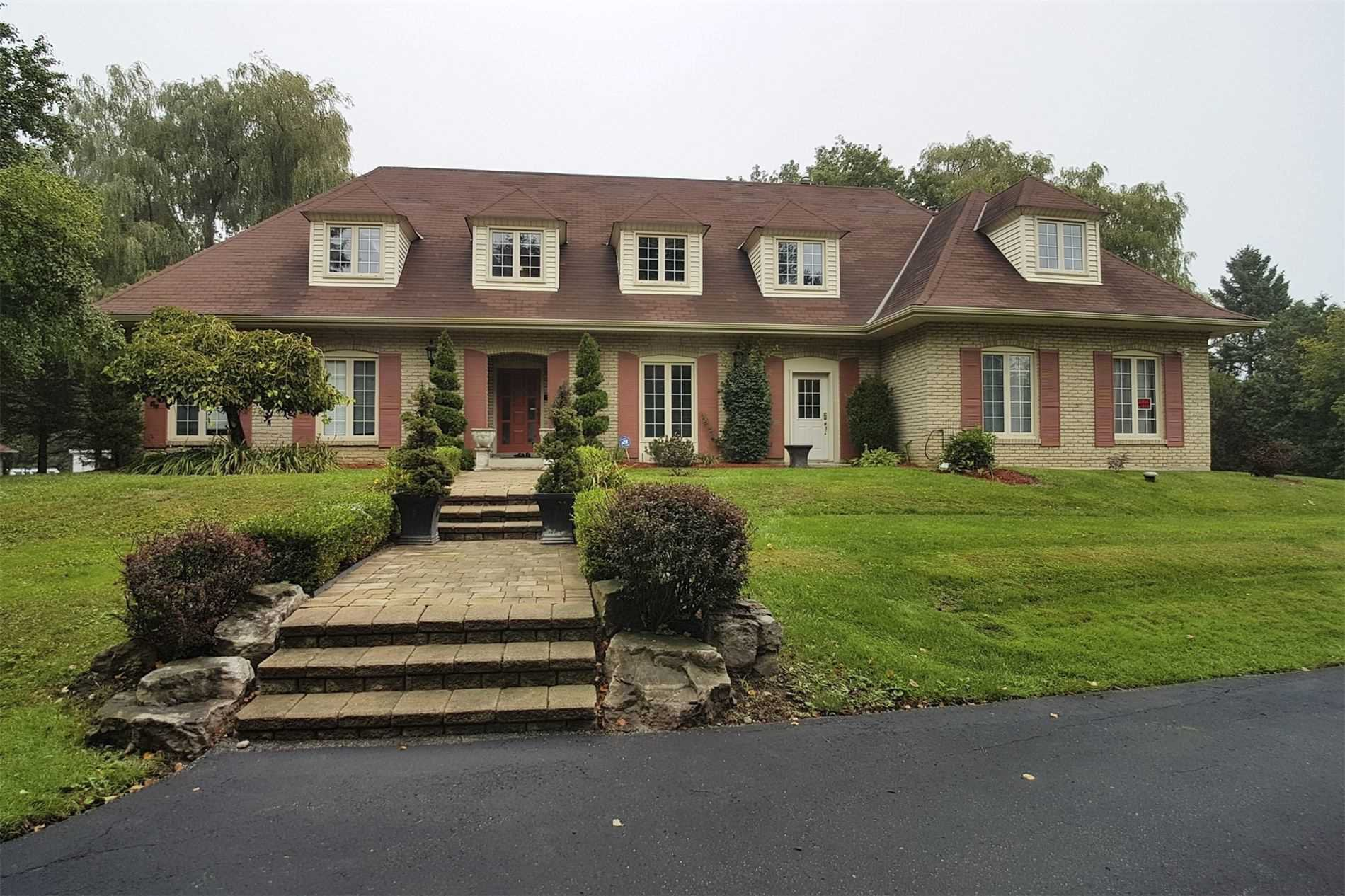 Main Photo: 4 Steeplechase Ave in Aurora: Aurora Estates Freehold for sale : MLS®# N4894121