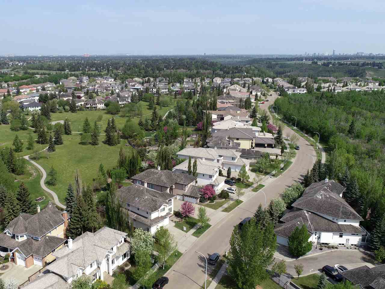 Main Photo: 730 BUTTERWORTH Drive in Edmonton: Zone 14 House for sale : MLS®# E4169977