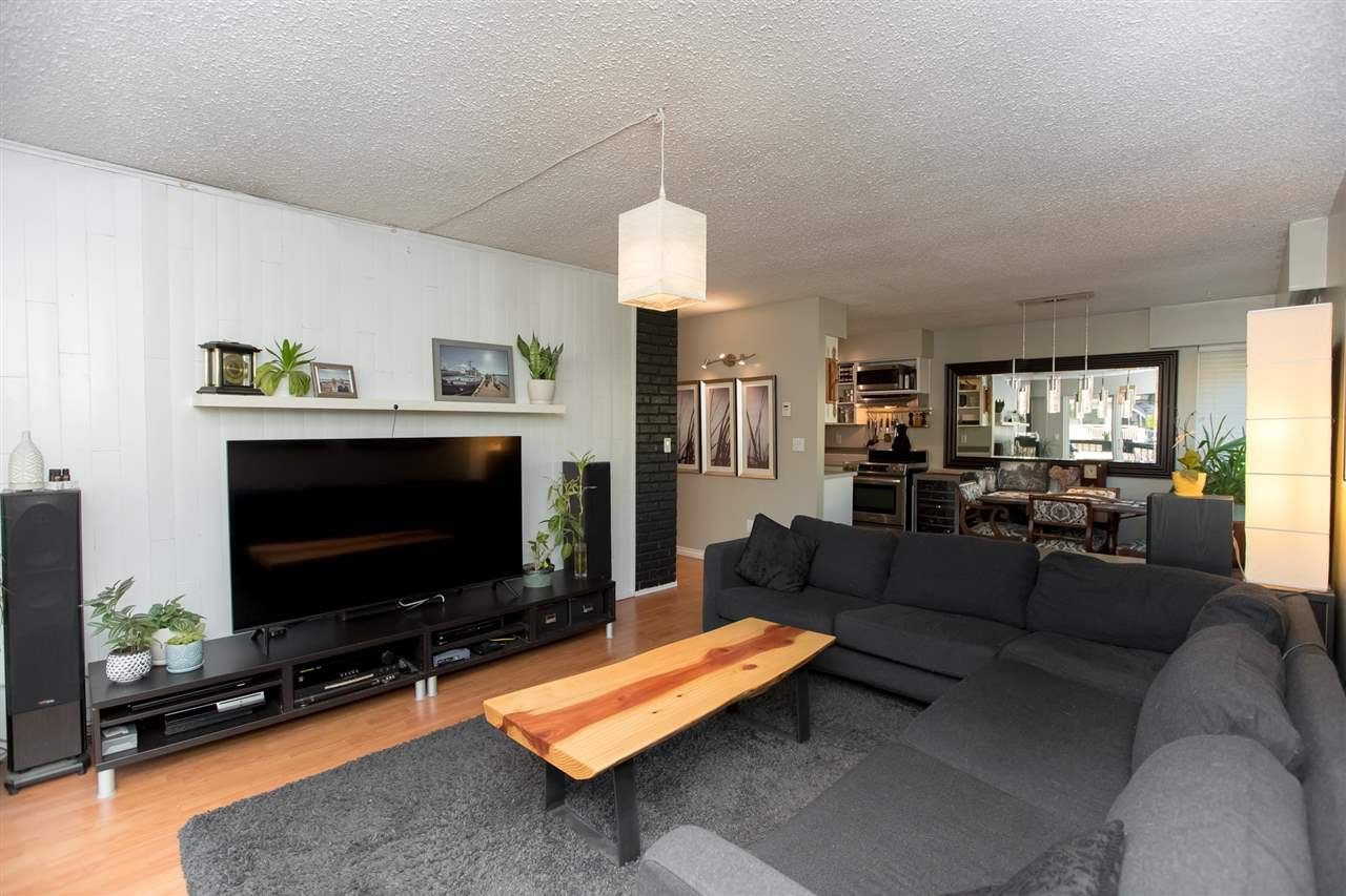 """Main Photo: 201 105 W KINGS Road in North Vancouver: Upper Lonsdale Condo for sale in """"Kings Plaza"""" : MLS®# R2421774"""