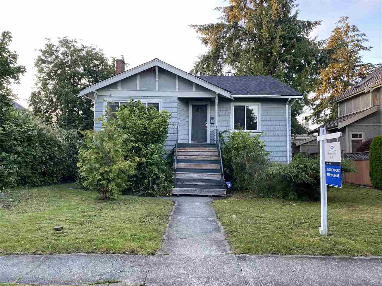 "Main Photo: 2015 W 44TH Avenue in Vancouver: Kerrisdale House for sale in ""KERRISDALE"" (Vancouver West)  : MLS®# R2469454"