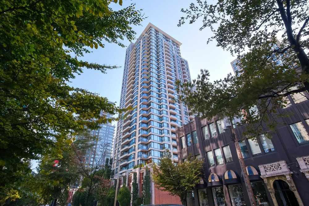 """Main Photo: 2303 928 HOMER Street in Vancouver: Yaletown Condo for sale in """"YALETOWN PARK I"""" (Vancouver West)  : MLS®# R2404226"""