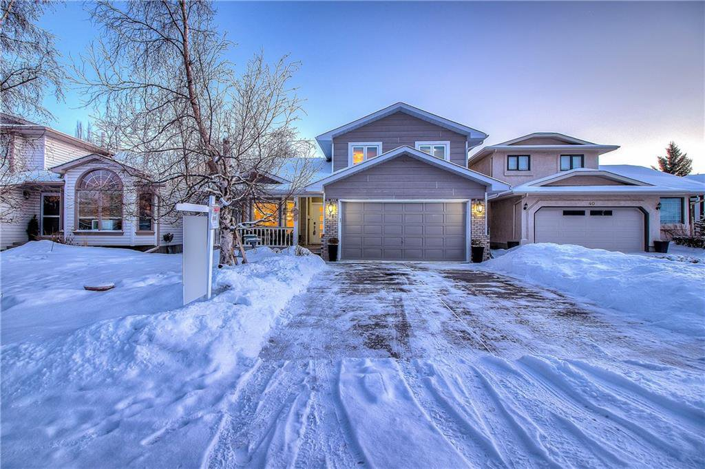 Main Photo: 36 SUNVISTA Place SE in Calgary: Sundance Detached for sale : MLS®# C4267095