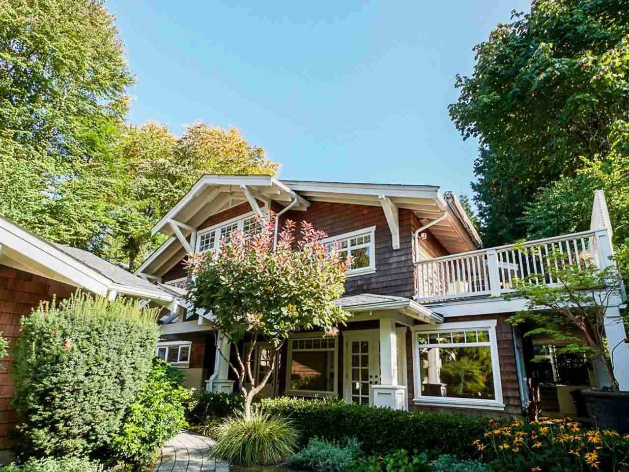 """Main Photo: 850 FOREST HILLS Drive in North Vancouver: Edgemont House for sale in """"Edgemont"""" : MLS®# R2506878"""