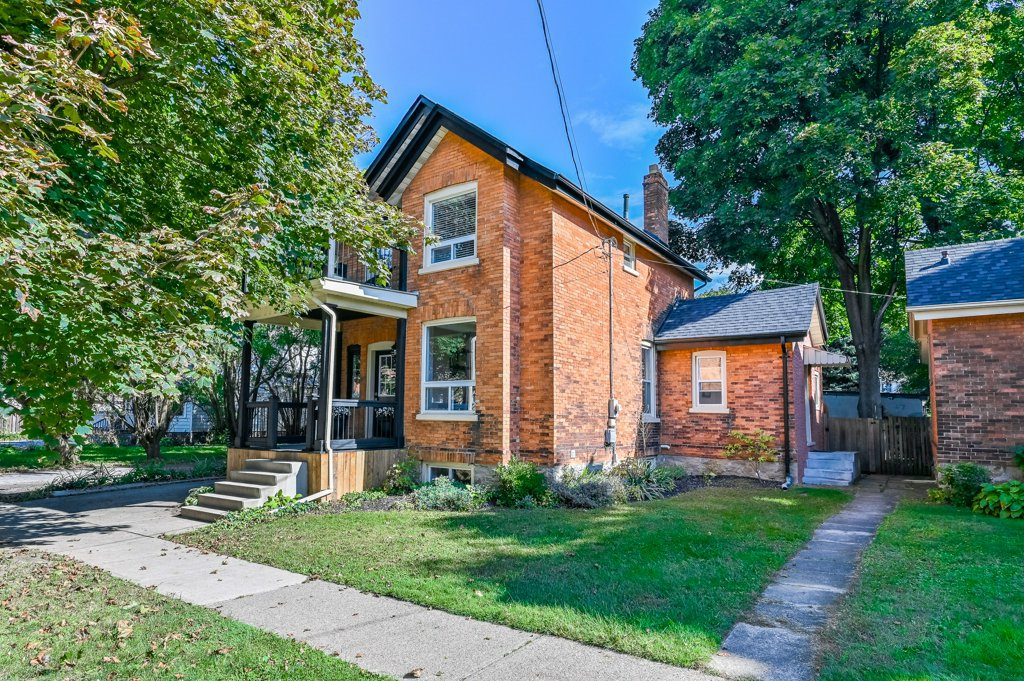 Main Photo: 8 York Street in St. Catharines: House for sale : MLS®#  H4069959