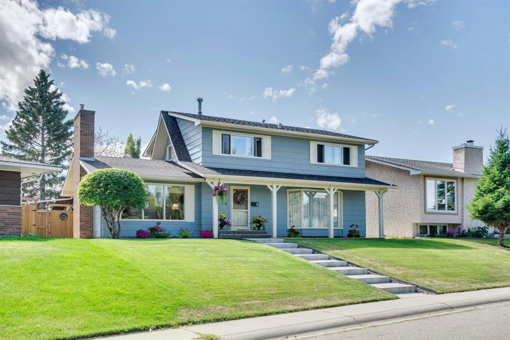 Main Photo: 831 LAKE LUCERNE Drive SE in Calgary: Lake Bonavista Detached for sale : MLS®# A1026903