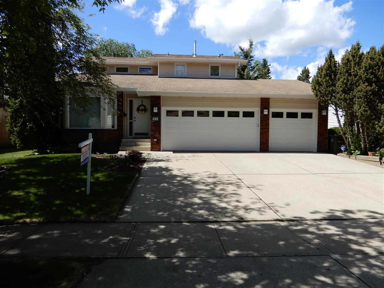 Main Photo: 31 LOMBARD Crescent: St. Albert House for sale : MLS®# E4185725