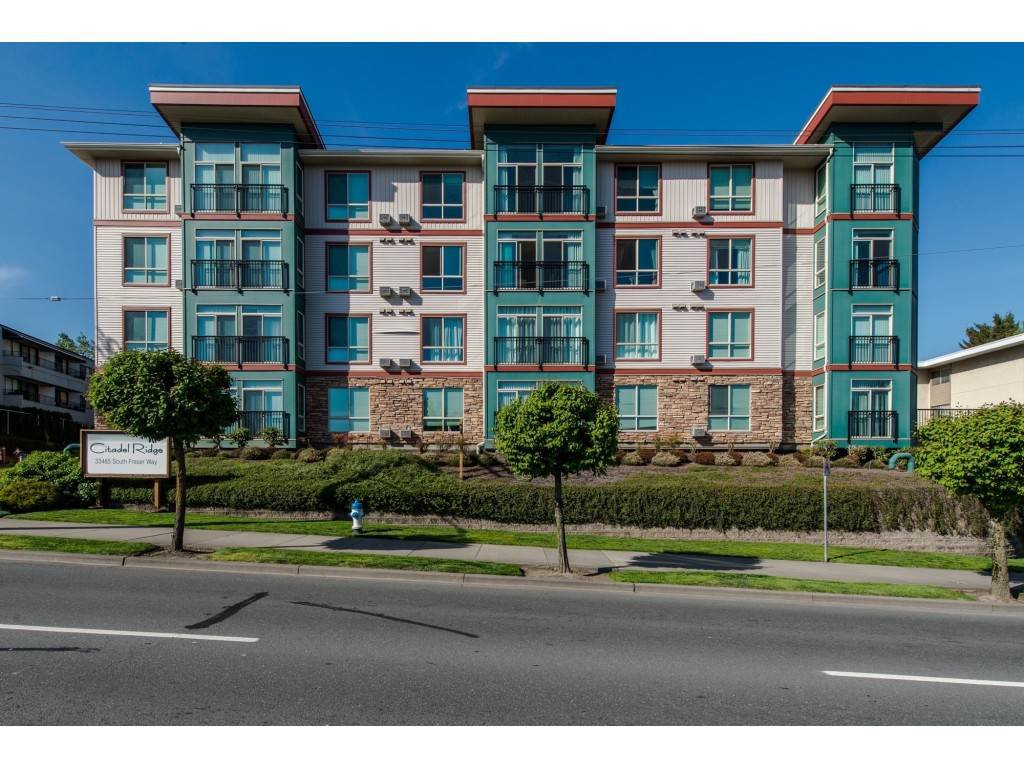 """Main Photo: 202 33485 SOUTH FRASER Way in Abbotsford: Central Abbotsford Condo for sale in """"Citadel"""" : MLS®# R2474931"""